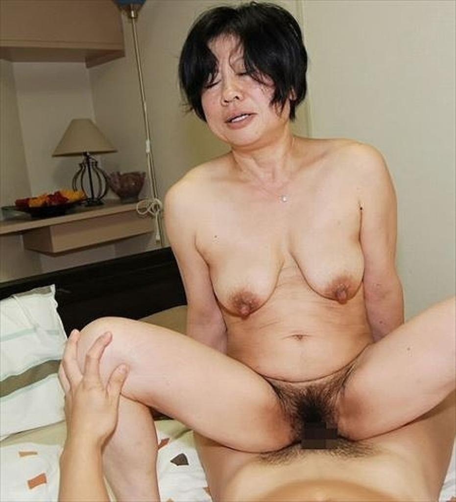 垂れ乳ヌード 画像