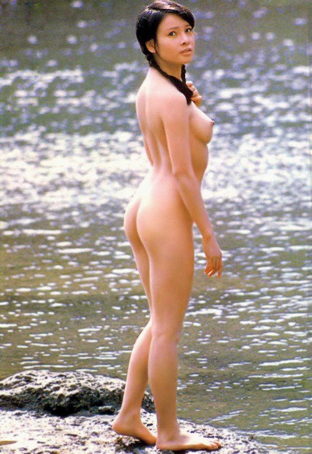 宮沢りえのサンタフェ=現在のハシカンのヌード写真集に相当する。«««マジ?  [585351372]YouTube動画>5本 ->画像>101枚