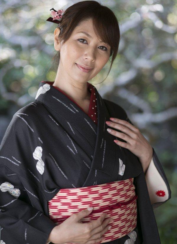 菅野真穂 Hカップ爆乳の三十路熟女AV女優のエロ画像45枚