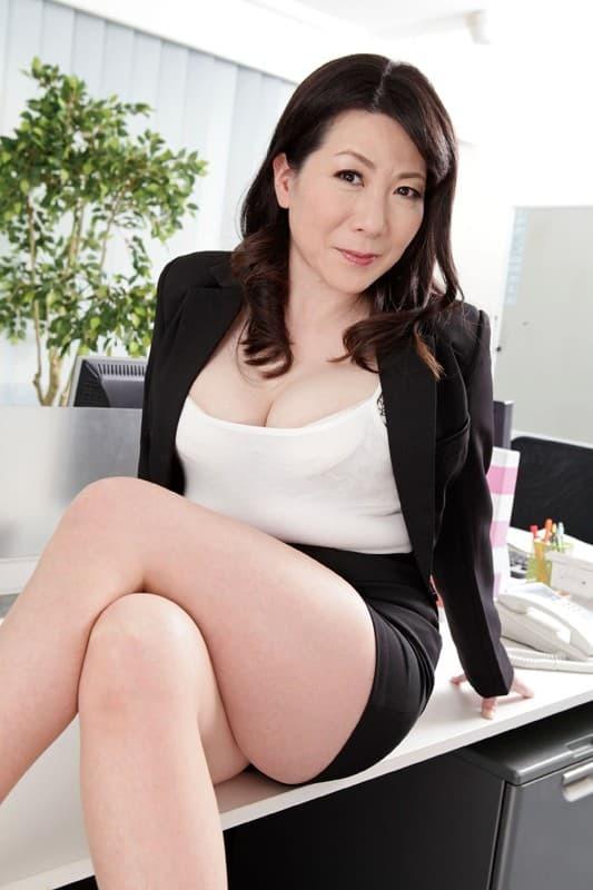 av女色图_大石忍 ピンク色の陥没乳首がそそる五十路熟女av女优